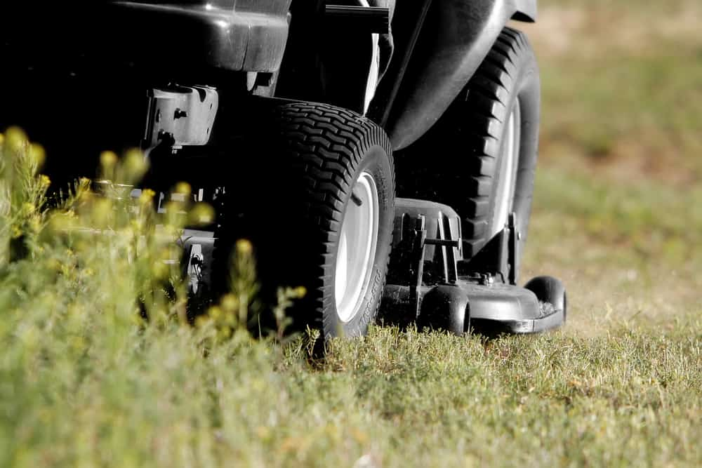 Clean the Deck of Your Lawn mower