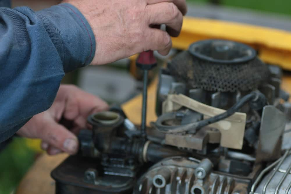 Clean the Engine of Your Lawn mower