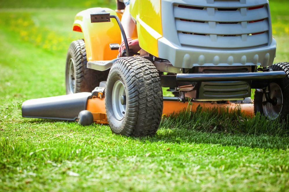 Comparison of Lawn Tractors vs Zero-Turn Mowers