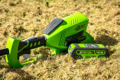 7 Best Cordless Weed Eaters of 2019 - Electric Weed Wacker Reviews
