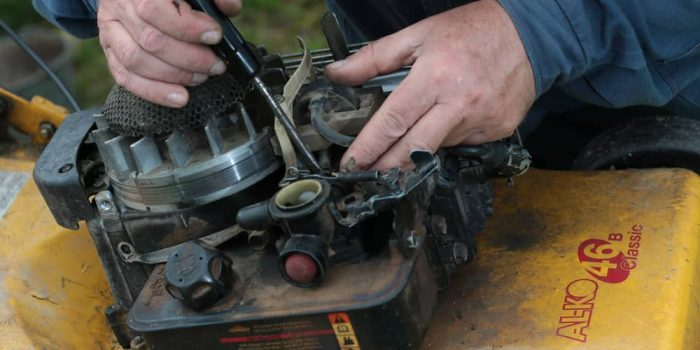 How to Clean Lawn mower Carburetor
