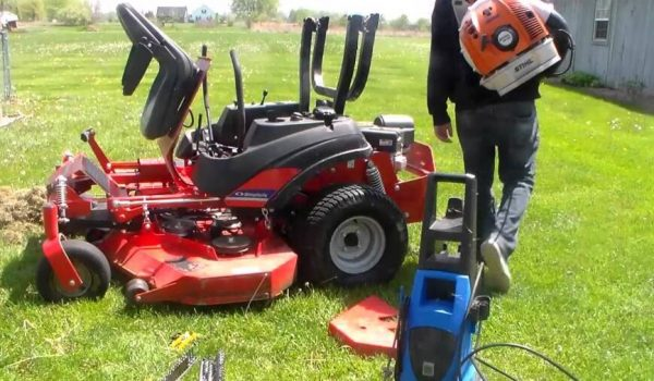 How to Wash a Riding Lawn Mower