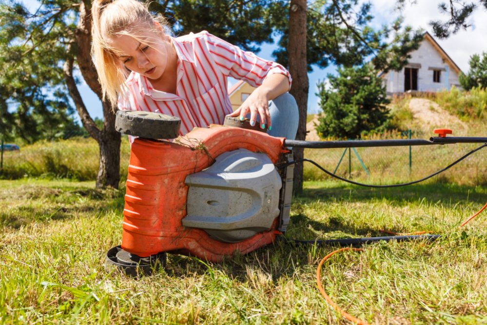 Is the mower blocked by grass clippings or long grass
