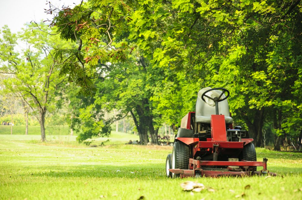 Riding Lawn Mower Won't Start After Running (How to Fix?) - The