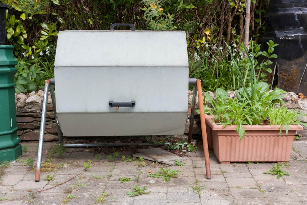 Advantages of Using a Compost Tumbler