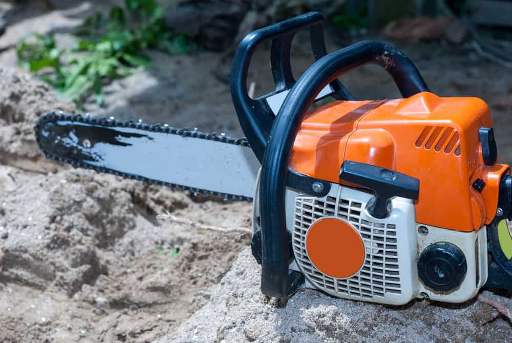 What is the Correct Gas to Oil Mix for Chainsaws?