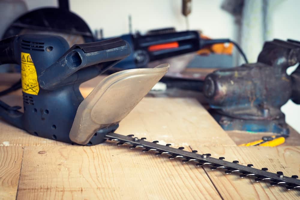 How to Oil Your Hedge Trimmer