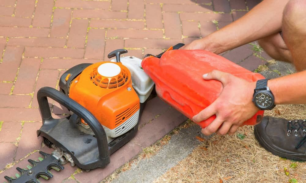 What Type of Oil to Use on Your Hedge Trimmer