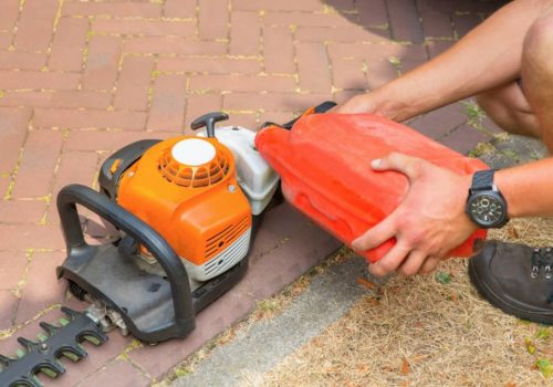 What Type of Oil to Use on Your Hedge Trimmer?