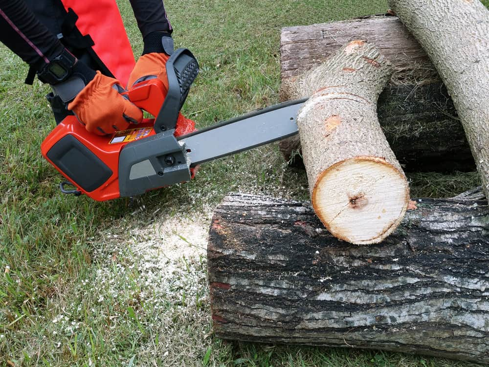 battery chainsaw advantages