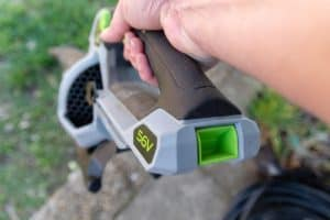 Battery powered pole hedge trimmer