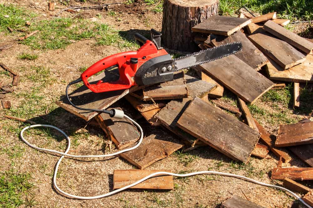 Electric and battery-powered chainsaws