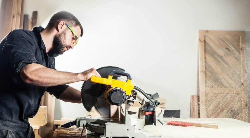 Left-handed vs Right-handed Circular Saw – Which is Better