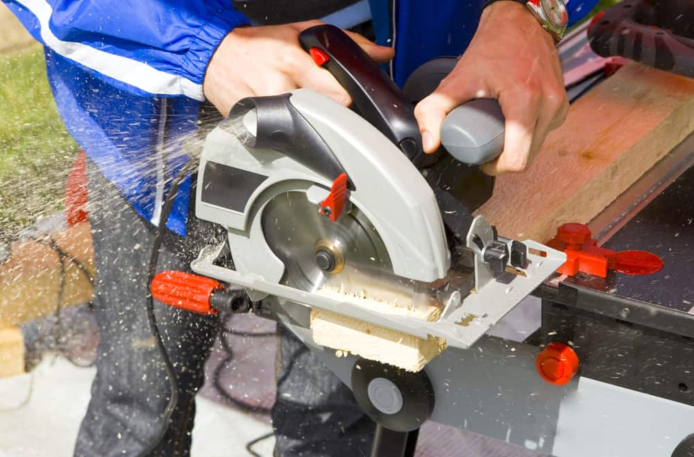 Left-handed vs Right-handed Circular Saw - So which one