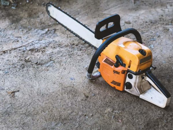 11 Reasons Why Your Chainsaw Won't Start (Tips to Fix)