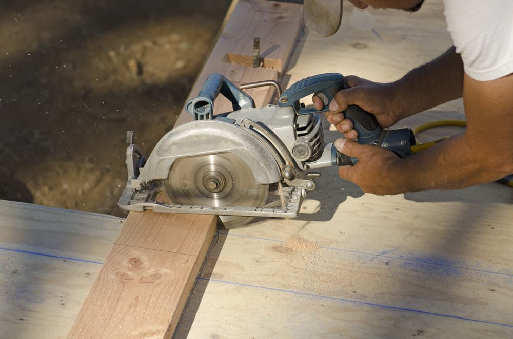 Are there any disadvantages to worm drive saws