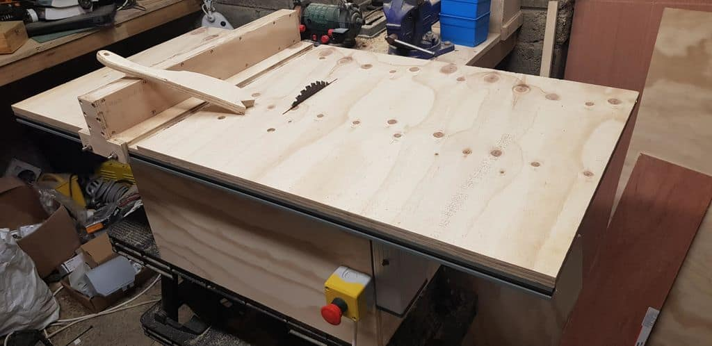 Table saw minus safety features