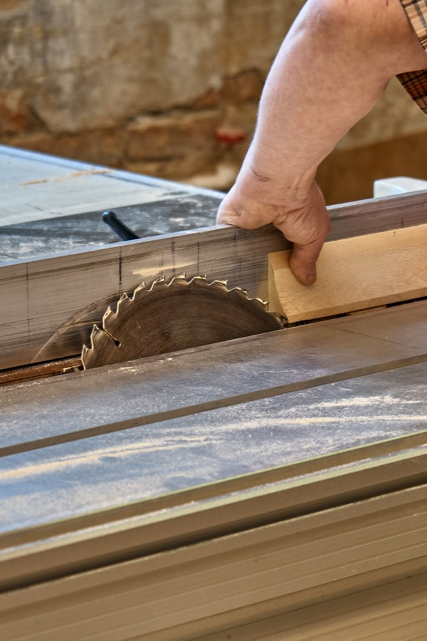 What are the advantages of a table saw