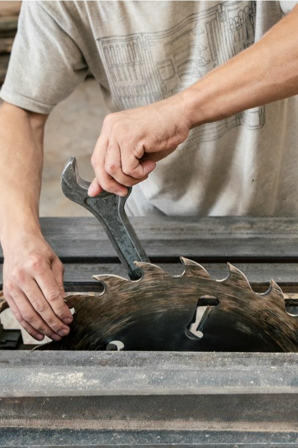 Loosen the arbor nut